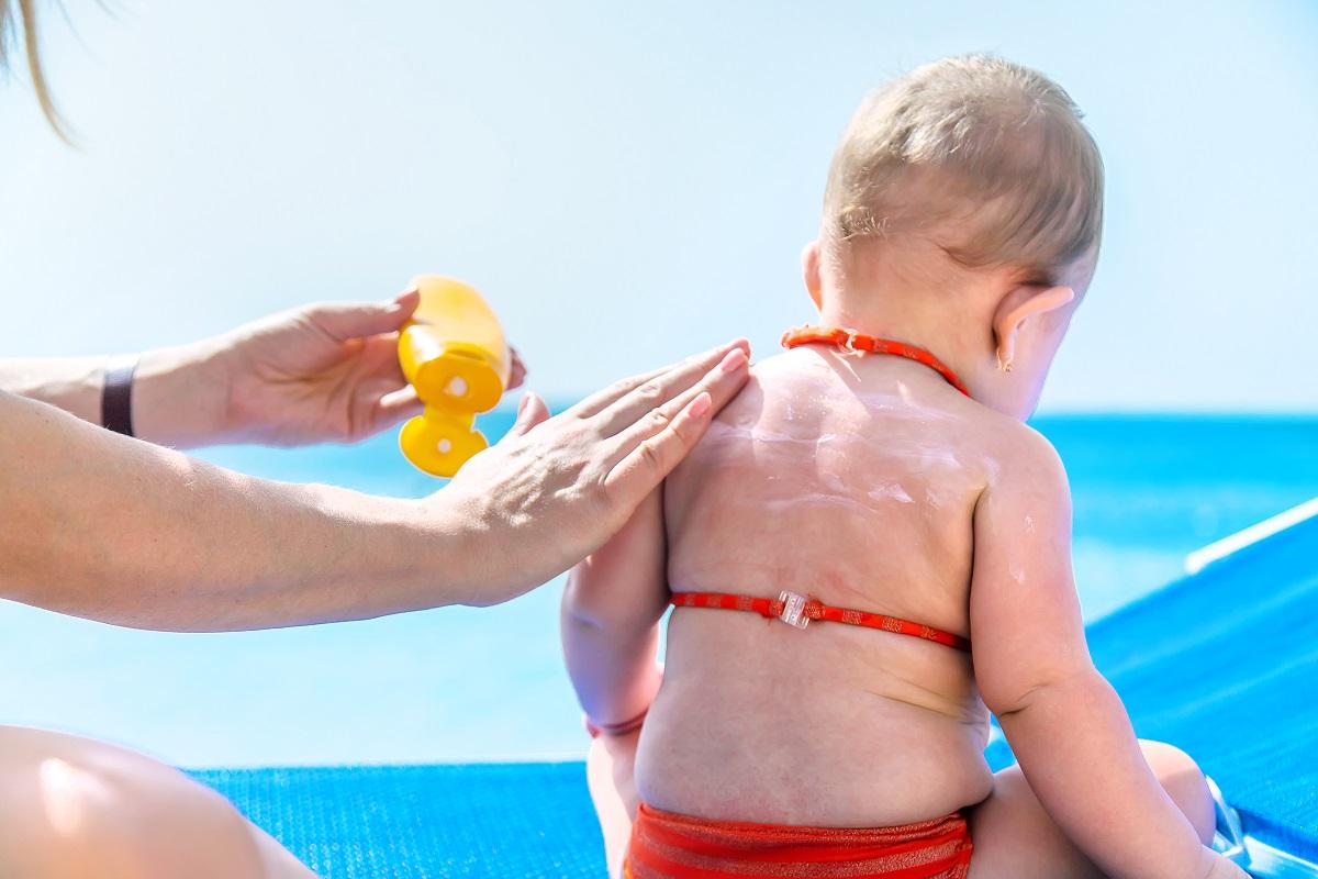 Crema solare per bambini: come proteggere la pelle dei più piccoli in estate