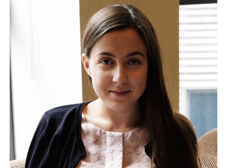 Alexandra Bulat, nata in Romania, vive in Gran Bretagna da ...