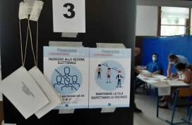 """Italia: un voto per essere sicuri, sperando di tornare """"normali"""""""