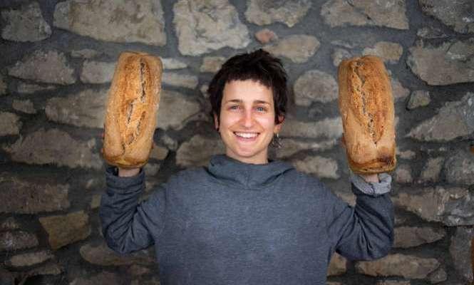 """Irene e il suo forno di comunità: """"Torno nella mia città per fare il pane e creare relazioni"""""""