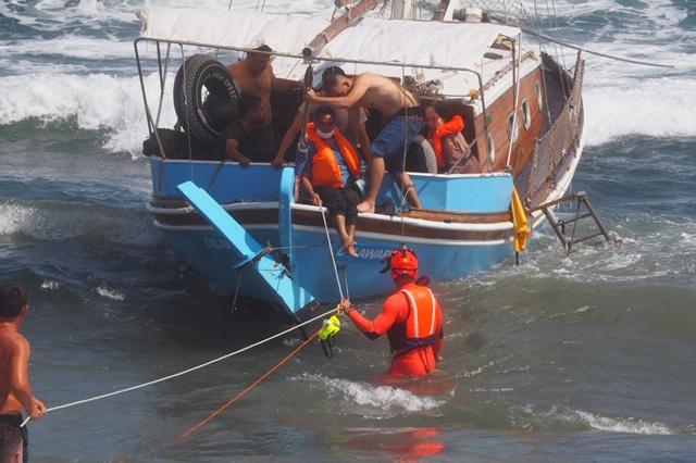 Una catena umana per fare sbarcare 25 migranti a Portopalo di Capo Passero  | Nuovo Sud