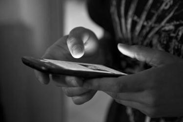 ¿Por qué espiamos el móvil de nuestra pareja?