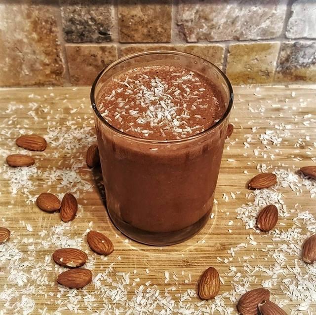 Chocolate Maca Breakfast Milkshake