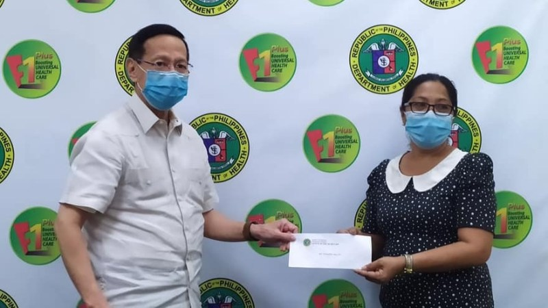 DOH gives P1-M checks to kin of 30 fallen health workers