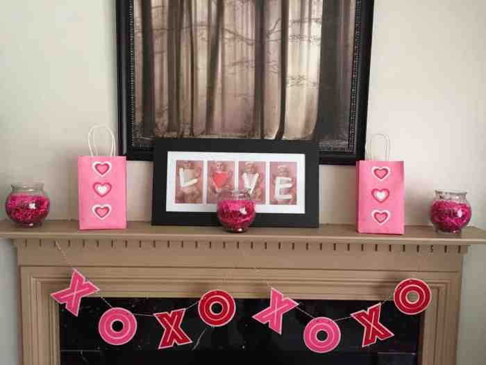 Fireplace-Mantle-Garland-and-Display