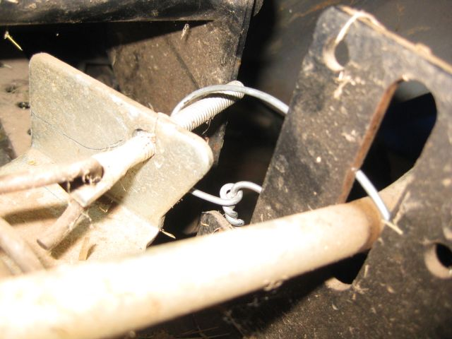 you can spot the wire band which is holding the idler pulley assembly out of the way of the drive belt