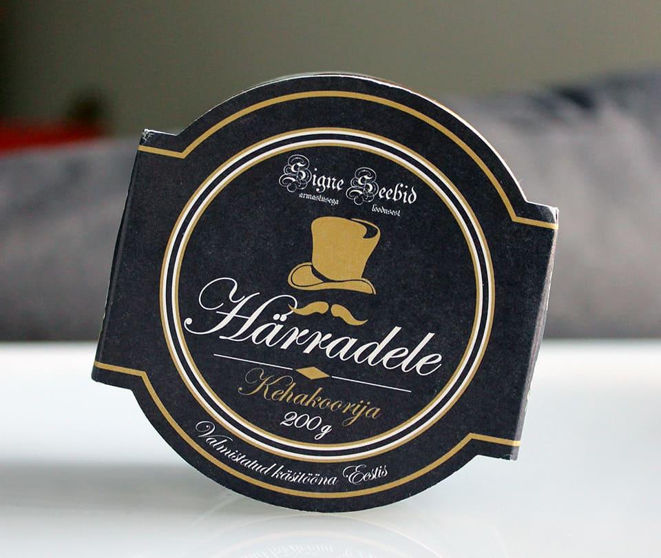 Signe-Seebid-Vartalonkuorinta-Herroille-01