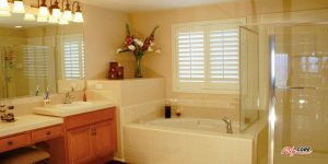 Shutters-in-a-Greenwood-village-Colorado-maste-bathroom.