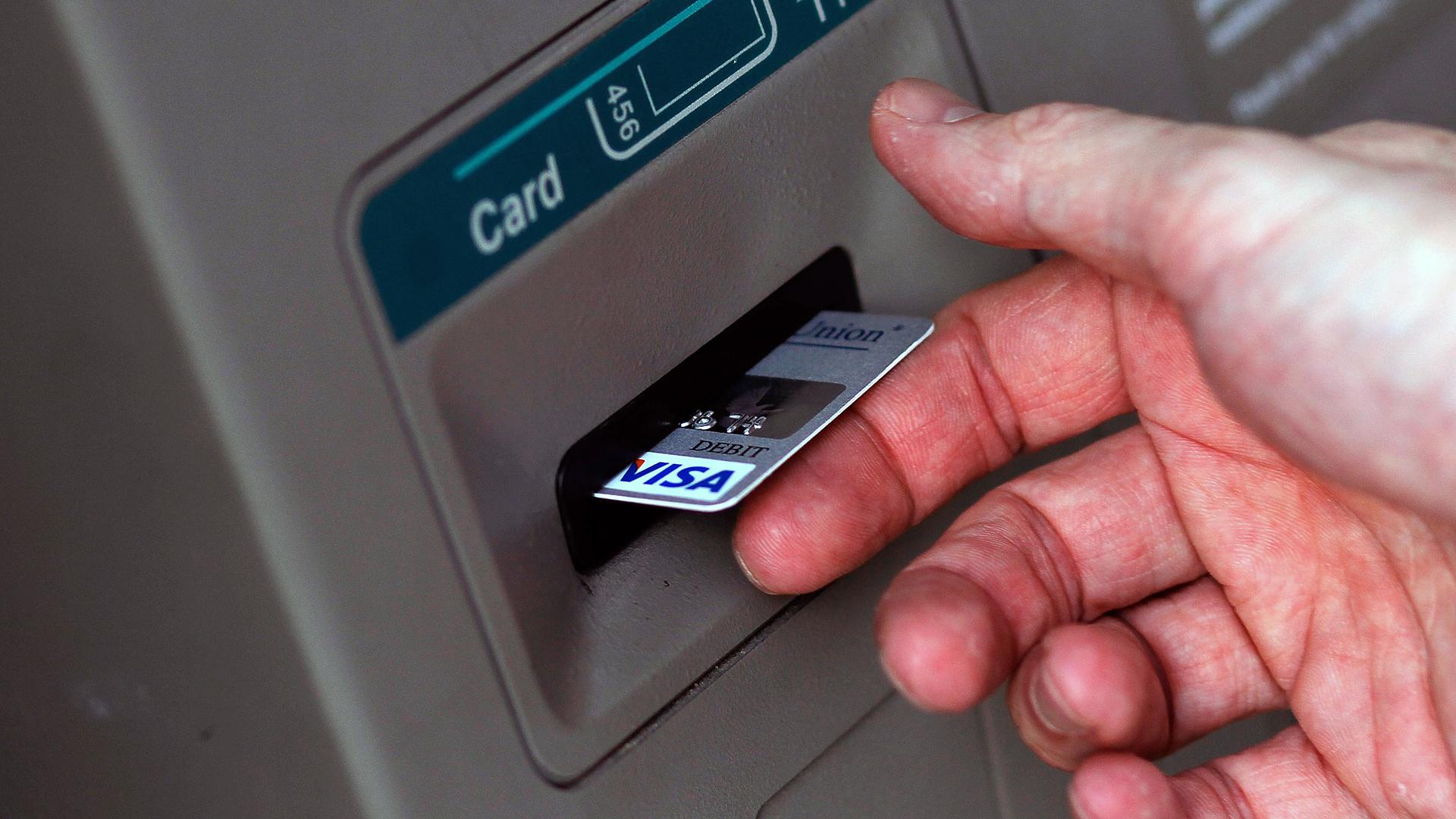 Card in ATM-159532.jpg45468302