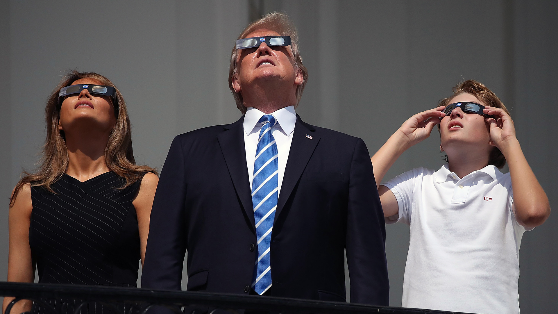 Watching solar eclipse Trump family-159532.jpg43852314