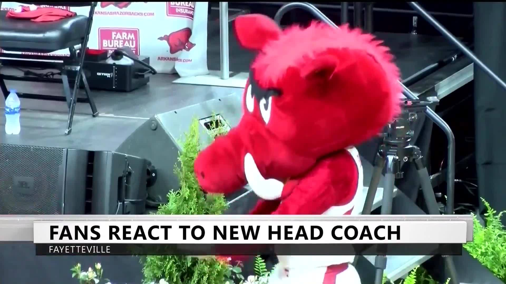 All_Aboard_the_Muss_Bus__Fans_Welcome_He_8_20190409031402