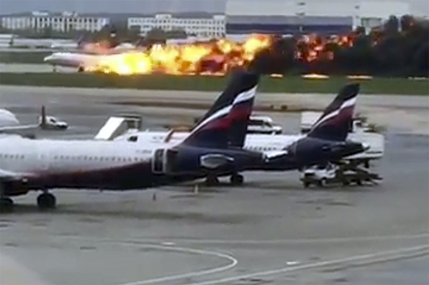 Russia_Plane_Fire_31134-159532.jpg97842897