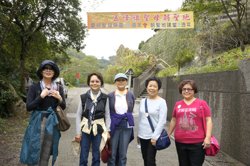 https://i0.wp.com/www.nwasianweekly.com/wp-content/uploads/2015/34_07/blog_hiking.JPG?resize=500%2C332