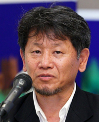 https://i0.wp.com/www.nwasianweekly.com/wp-content/uploads/2015/34_30/movies_director.jpg?resize=200%2C247