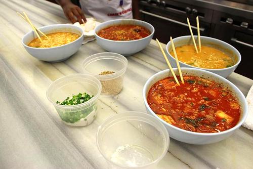 https://i0.wp.com/www.nwasianweekly.com/wp-content/uploads/2015/34_48/nation_cheffood.jpg?resize=500%2C334