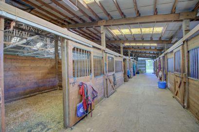 T90-Stalls-Aisleway_1280x