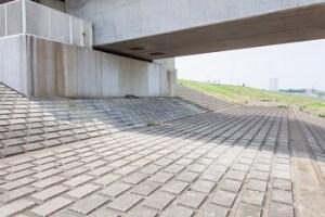 江戸川区花火大会の穴場スポット|江戸川河川敷総武線陸橋下