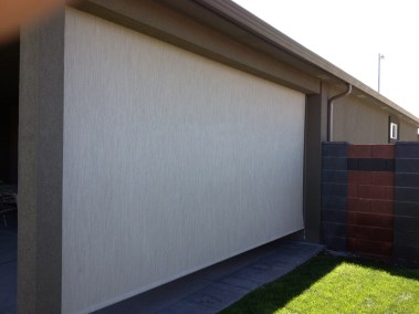 Stucco cable guided 90% solar shade