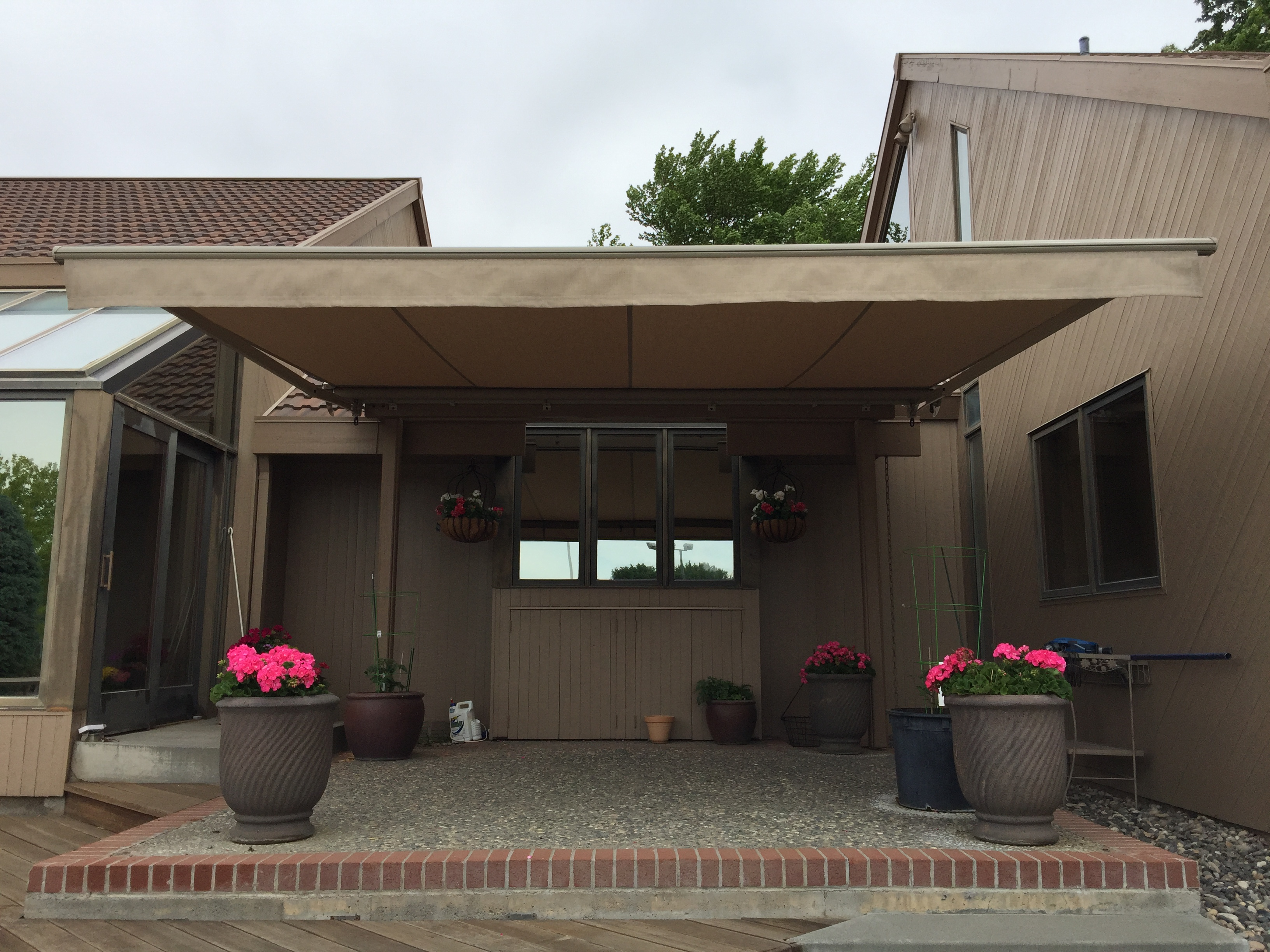 Retractable Awning On Mid Century Home Northwest Shade Co