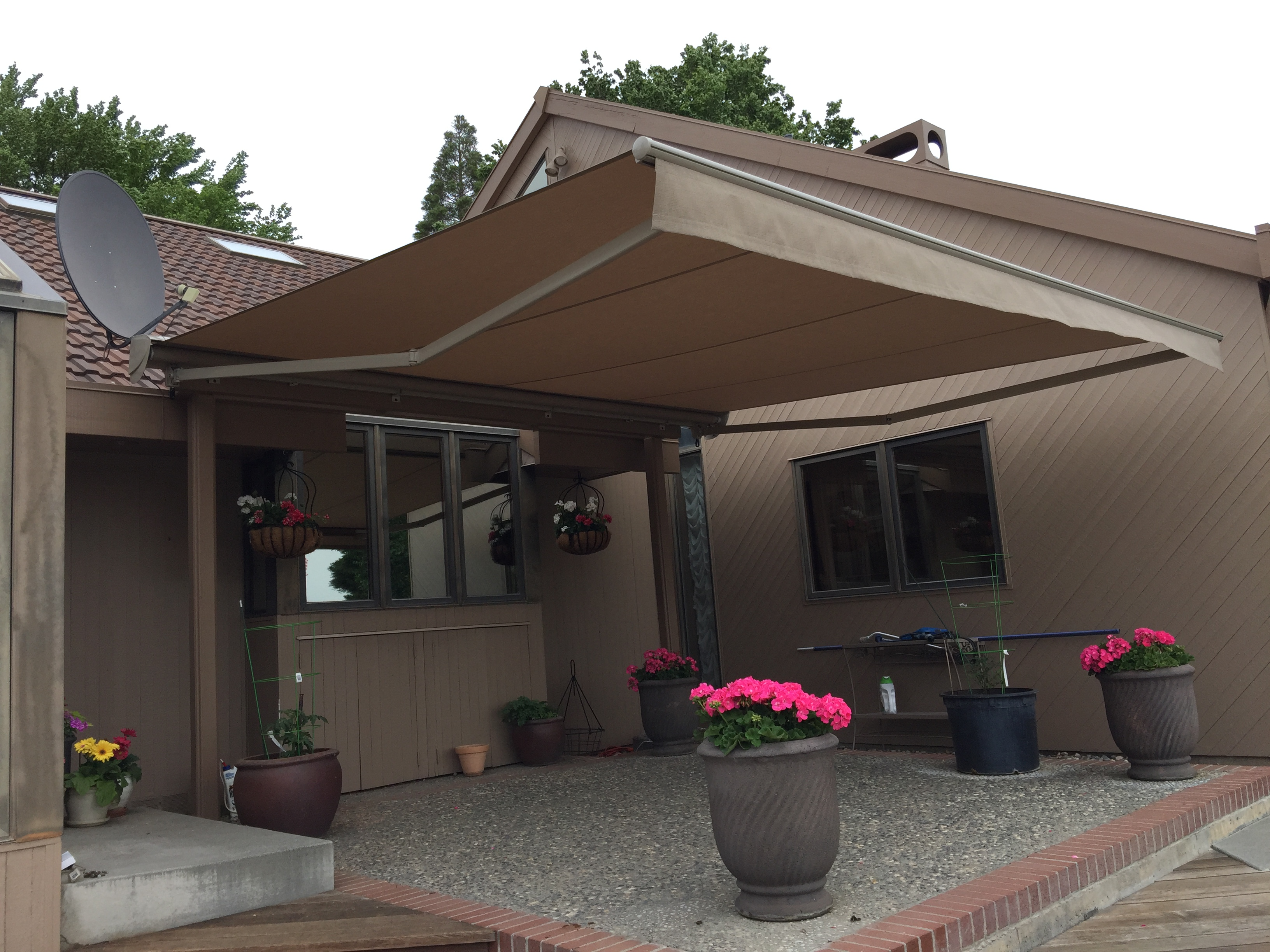 retractable awning angle view