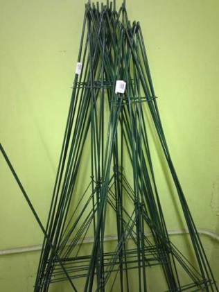 """66"""" Wire Easel"""