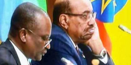 Gen Taban Deng Gai giving a boring presentation during the 31st Extraordinary Summit of IGAD heads of states and government . To the left is the Sudanese President, Omar el Bashir, disturbed by Taban's presentation(Photo: file)