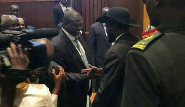 South Sudan's President, Salva Kiir (R) shaking hand with First Vice President designate Dr. Riek Machar Teny (L)  in Addis Ababa after signing the revitalized agreement (File photo)