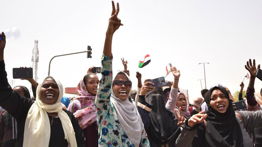South Sudanese protesters led by women protested for 4 months before President Omar el Bashir stepped(Photo credit: alaraby)