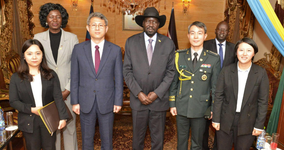 Mr. Kiir posts for a picture with Mr. Ha, the ambassador of South Sudan(Photo credit: Nyamilepedia)