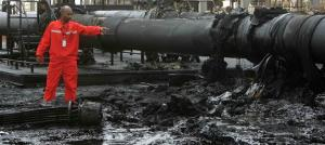 A Sudanese engineer points at the damage to an oil pipeline in a largely damaged oilfield in Heglig April 23, 2012. REUTERS photo