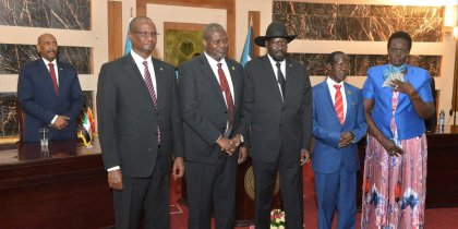 President Salva Kiir, Dr. Riek Machar Teny, the First Vice President and leader of the SPLM/A(IO) posts for picture with the three Vice Presidents Taban Deng Gai, James Wani Igga and Rebecca Nyandeng (Photo credit: file/Nyamilepedia)