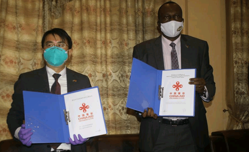 Hua Ning (L), Chinese ambassador to South Sudan, and Mayen Dut Wol, undersecretary in the Ministry of Foreign Affairs of South Sudan, attend a donation handover ceremony in Juba, South Sudan, on June 11, 2020(Photo credit: Gale Julius/Xihua)