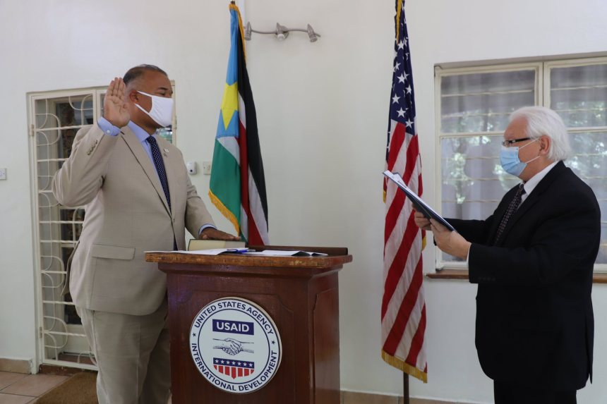 Mr. Haven Cruz-Hubbard (left) being sworn in as USAID's Mission Director for South Sudan by U.S. Chargé d'Affaires a.i. Stephen G. Fakan (right)(Photo credit: USAID/Nyamilepedia)