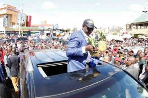 Deputy President William Ruto holding a rally at Kenol, Kandara Constituency, Murang'a County after attending fundraising at African Independent Pentecostal Church of Africa (AIPCA) in Murang'a(Photo credit: Ruto sources/Nyamilepedia)
