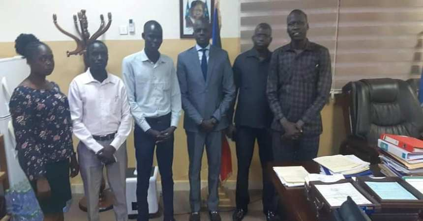 Hon. Puot Kang Chuol, Minister of Petroleum posting for a picture with university students he just help paid their school fees(Photo credit: courtesy image/Nyamilepedia)