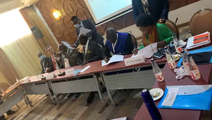 A government delegation and a SSOMA faction signs a declaration of principles in Kenya(Photo credit: courtesy image/Nyamilepedia)
