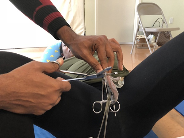 Nurse Jackie teaches how to cut the cord - Birthing Center ...