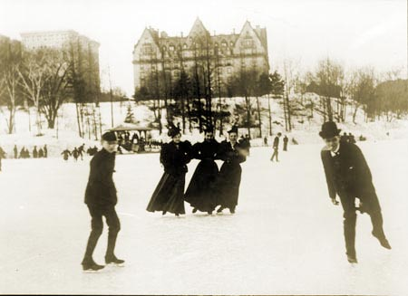 https://i0.wp.com/www.nycgovparks.org/sub_about/parks_history/ice_skating_images/large/Ice-Skating-at-72nd-Street-Lake_Central-Park.jpg