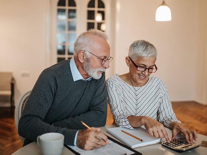 Couple-doing-their-finances_Shutterstock_LR