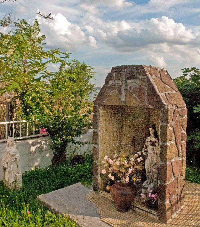 Roadside Shrine, Harding Park, Soundview, Bronx. Photo: Tony Carnes/A Journey through NYC religions