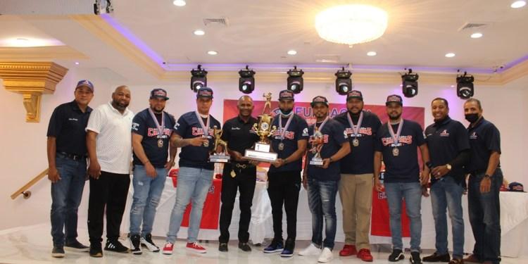 El equipo Jarabacoa City reciben sus distinciones.