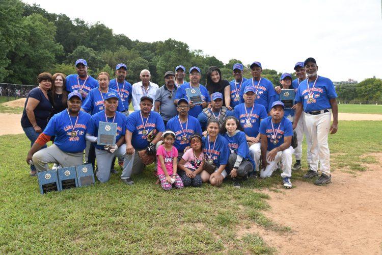 Integrantes del equipo azul, campeones del juego 2019.