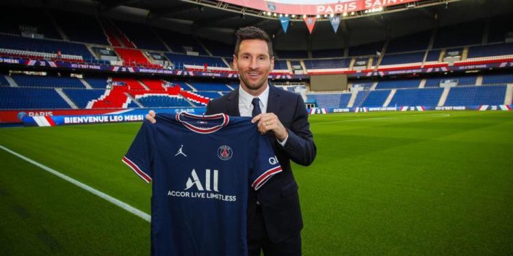 El Paris Saint-Germain anunció el martes el fichaje de Leo Messi por dos años con opción a un tercero.
