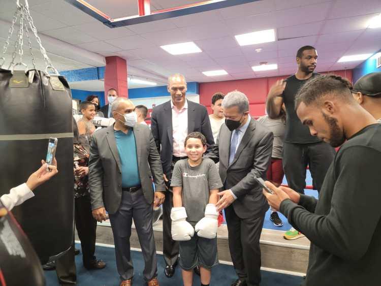 El líder Leonel Fernández expresidente de la RD en su visita reciente a Tineo Boxing Gym en Reading Pennsylvania