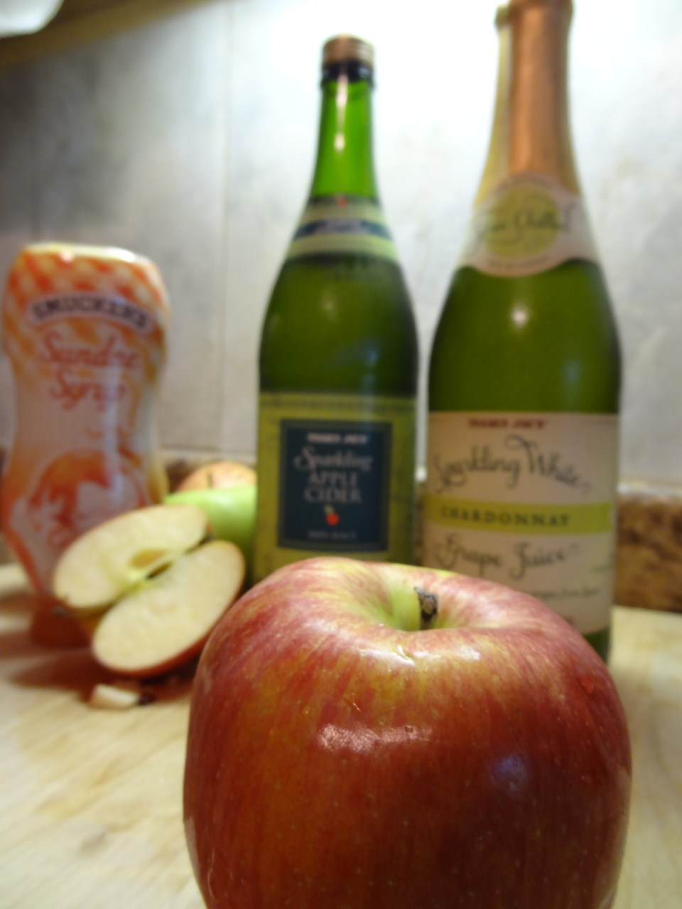 Sparkling Apple Cider sipped in different ways - Click the link for some yummy recipes -