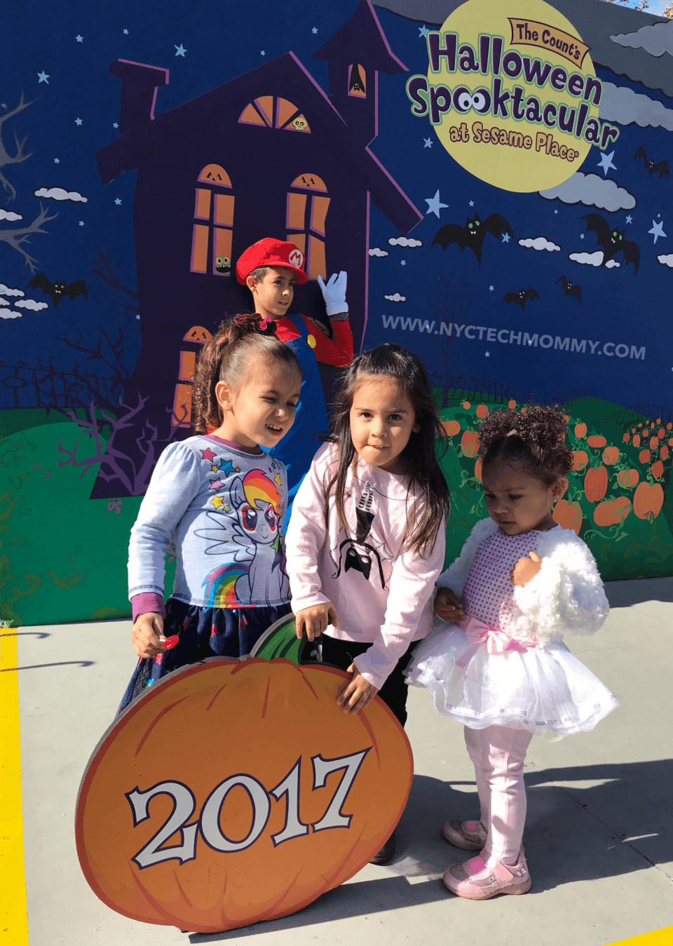 We had Spooktacular Time at Sesame Place! Here are my tips for a great visit to Sesame Place