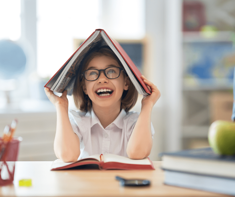 Here'a great set of tips on how to help your kid with a reading disability at home  #kidsreading #readingdisability #booksforkids #homequarantine #learningathome #homelearning