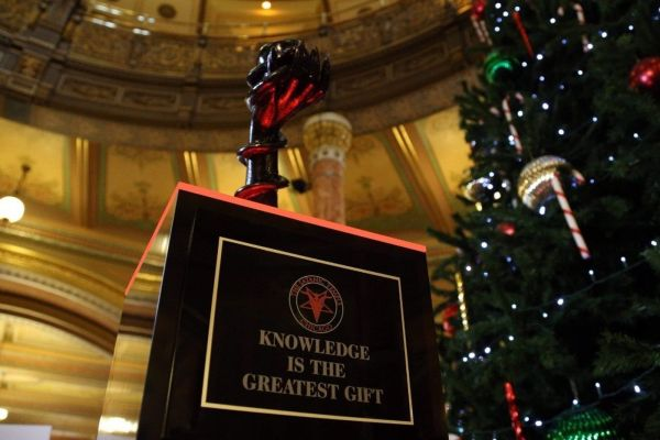 Satanic Statue Added Illinois Capitol Holiday Display - Ny Daily