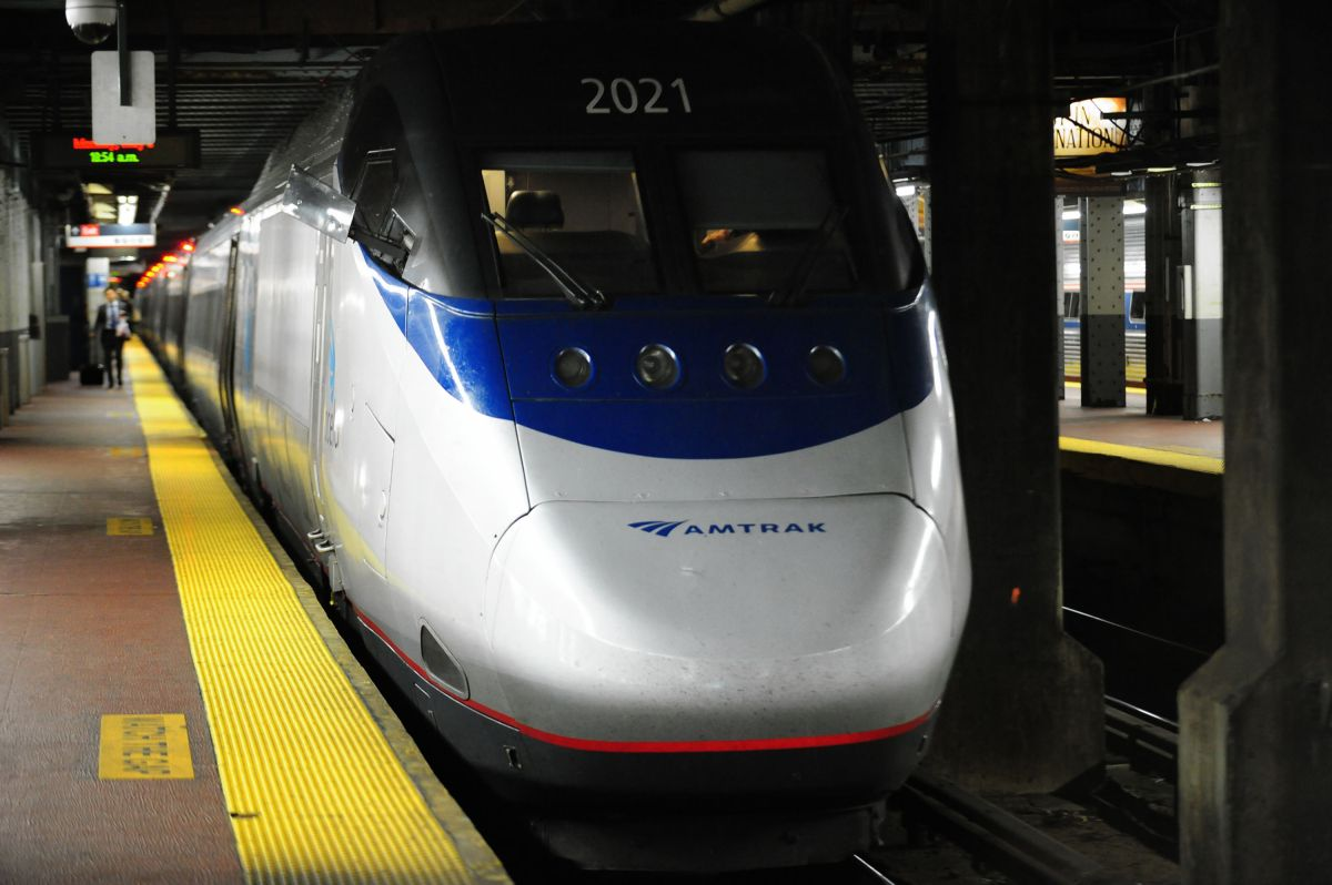 Amtrak train leaves Penn Station for Washington DC