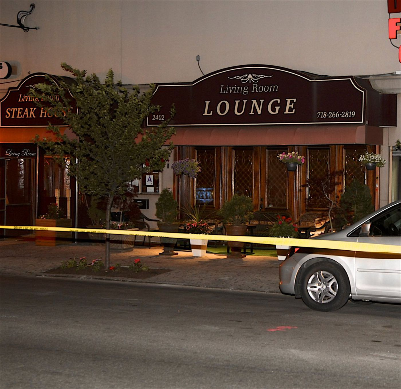 the living room steakhouse lounge brooklyn ny navy blue and yellow ideas two men shot at after one insults suspect s mom